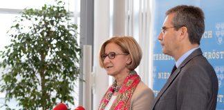 Förderleistungen des Landes Niederösterreich werden in die Transparenzdatenbank eingetragen: Landeshauptfrau Johanna Mikl-Leitner und Finanzminister Hartwig informierten in einer Pressekonferenz (Bildquelle: NLK Pfeiffer)