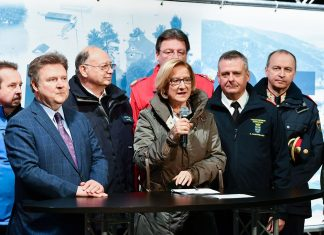 Landeshauptfrau Johanna Mikl-Leitner bei der gemeinsamen Pressekonferenz mit Bürgermeister Michael Ludwig und den Vertreterinnen und Vertretern der Blaulicht- und Einsatzorganisationen in Korneuburg (Bildquelle: NLK / Burchhart)
