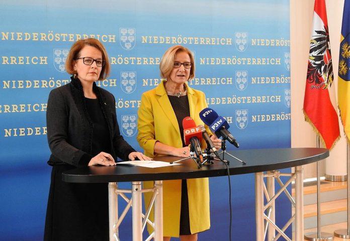 (v.l.n.r.): Landesrätin Christiane Teschl-Hofmeister und Landeshauptfrau Johanna Mikl-Leitner bei der Pressekonferenz in St. Pölten (Bildquelle: Thomas Resch)