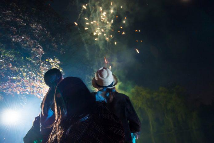 Feuerwerk: Atemberaubend schön, aber bei leichtsinniger Anwendung brandgefährlich (Bildquelle: Deutsche Vermögensberatung Bank / Corbis)