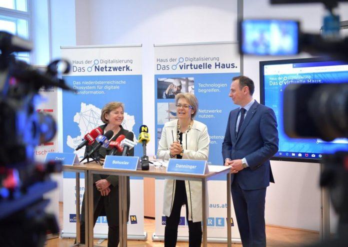 (v.l.n.r.): WKNÖ-Präsidentin Sonja Zwazl, Wirtschafts- und Technologielandesrätin Petra Bohuslav und ecoplus kaufmännischer Geschäftsführer Jochen Danninger (Bildquelle: NLK Johann Pfeiffer)