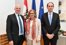 Landeshauptfrau Johanna Mikl-Leitner mit den Experten Christian Horak (r.) und Wolfgang Mazal (l.) (Bildquelle: NLK Burchhart)