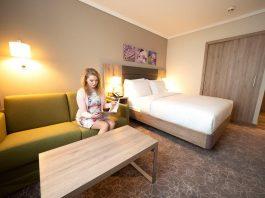 Hilton Zimmer Queen: Die Zimmer des neuen Hotels im Stadtpark bieten in drei verschiedenen Kategorien alles, was das Herz begehrt (Bildquelle: Stadt Wiener Neustadt / Weller)