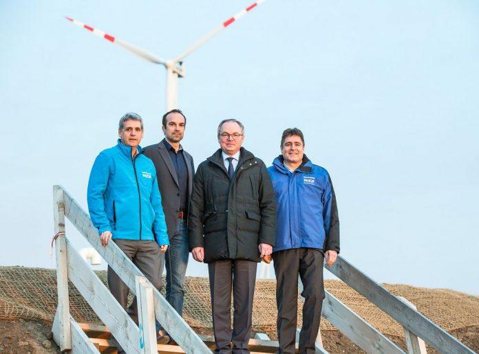 (v.l.n.r.): Michael Trcka (Finanzvorstand WEB Windenergie AG), Markus Winter (Geschäftsführung Windkraft Simonsfeld), LHStv. Stephan Pernkopf und Frank Dumeier (Vorstandsvorsitzender WEB Windenergie AG) (Bildquelle: Astrid Knie)