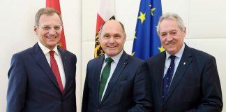 (v.l.n.r.): Landeshauptmann Thomas Stelzer, Nationalratspräsident Wolfgang Sobotka und Landtagspräsident Viktor Sigl (Bildquelle: Land OÖ/Stinglmayr)