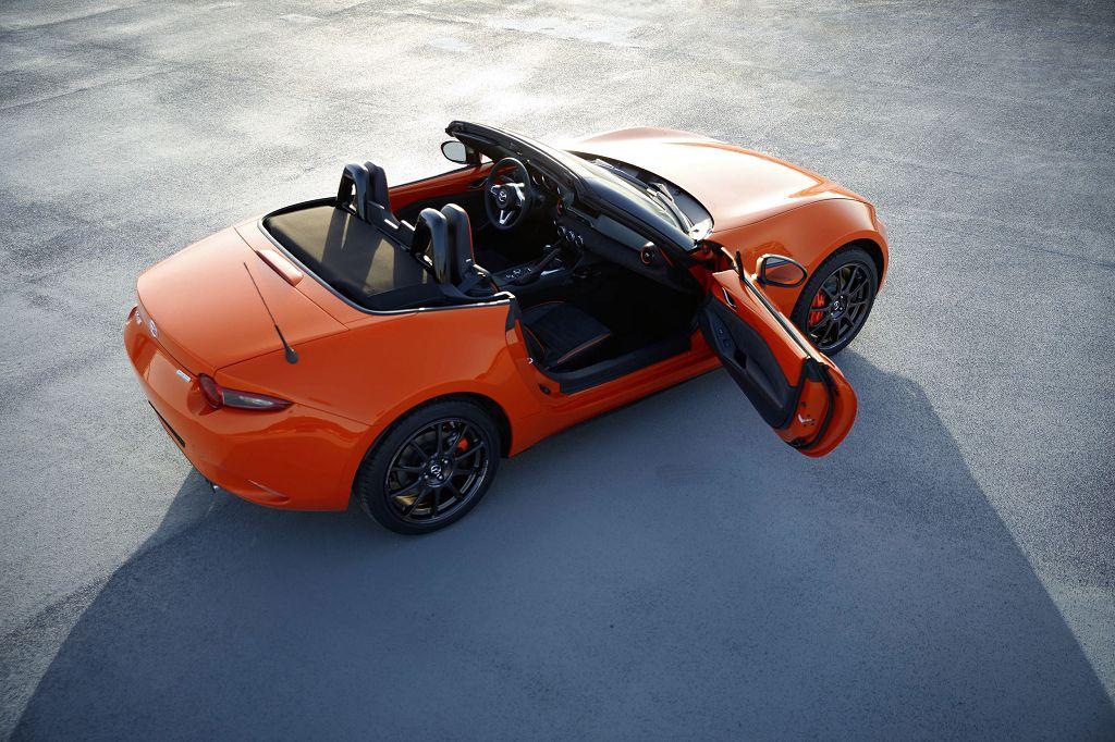 Mazda MX-5 30th Anniversary: Auch im Innenraum kommt der exklusive Farbton Racing Orange zum Einsatz (Bildquelle: Mazda)
