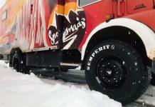 Der Snowmads LKW fährt ab sofort mit Semperit Bereifung (Bildquelle: Eliza Chohadzieve / Nine&One)