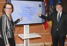 Sozial-Landesrätin Christiane Teschl-Hofmeister und Univ. Prof. Franz Kolland präsentieren die Ergebnisse der Neuauflage des NÖ Altersalmanachs (Bildquelle: NLK/Ernst Reinberger)