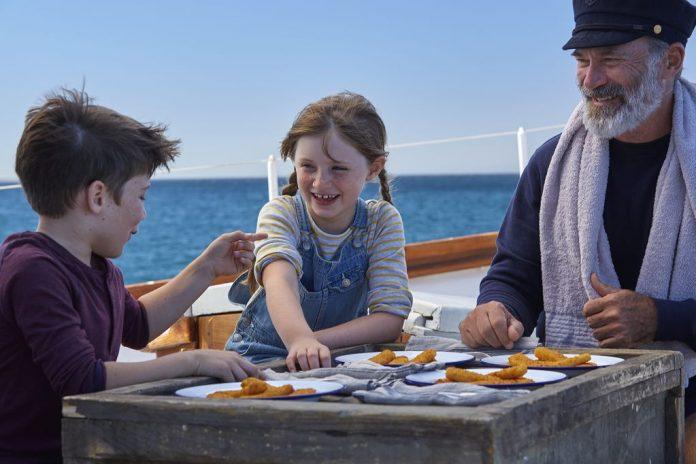 Das Lieblingstiefkühlgericht der Österreicher ist laut einer Studie das iglo Fischstäbchen - Im Bild: Käpt'n Iglo mit Kindern (Bildquelle: iglo)