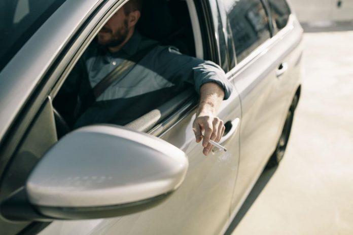 Was Raucher beim Autofahren in Europa beachten sollten