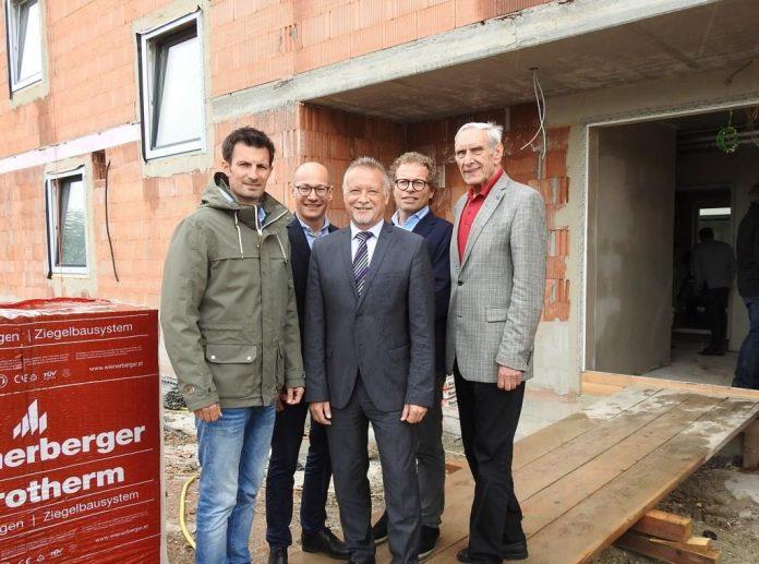 Obersiebenbrunn: Dachgleiche für Wohnhausanlage in der Feldgasse