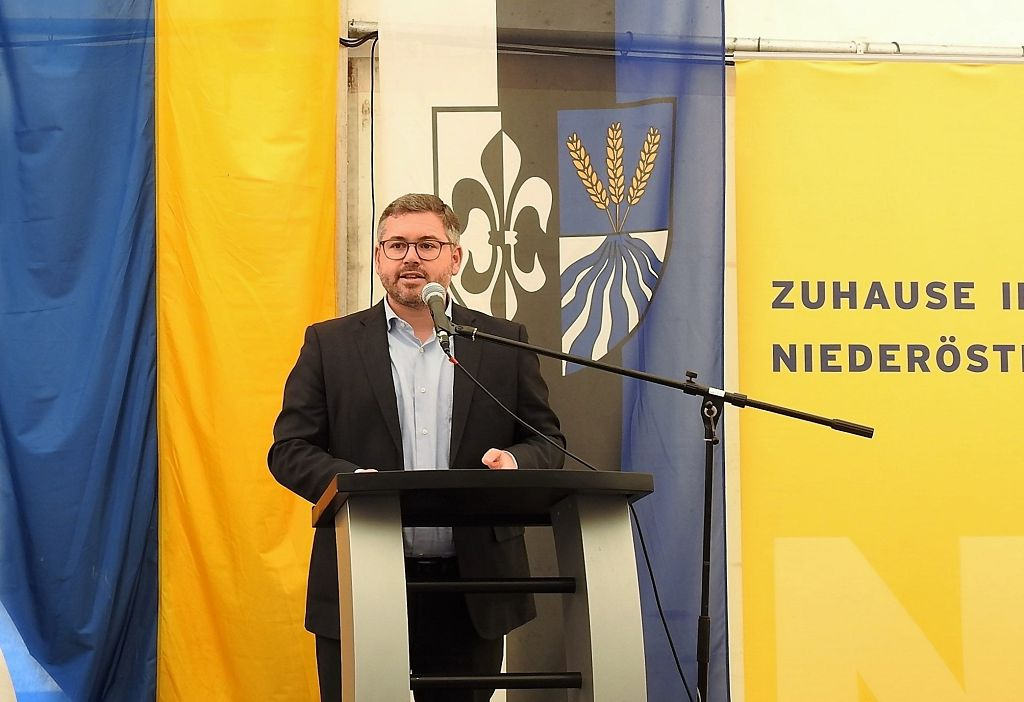 NBG feiert Schlüsselübergabe in Obersiebenbrunn