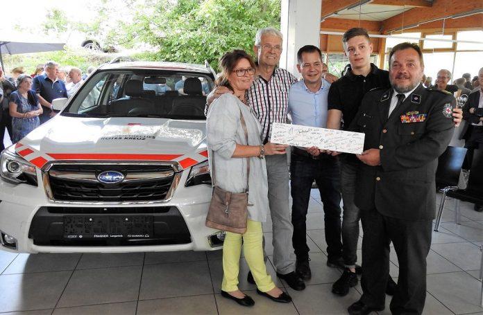Autohaus feiert 100-jähriges Jubiläum und spendet Rot-Kreuz-Auto