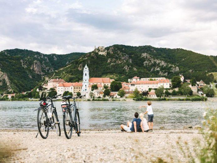 Donauradweg / Blick auf Dürnstein