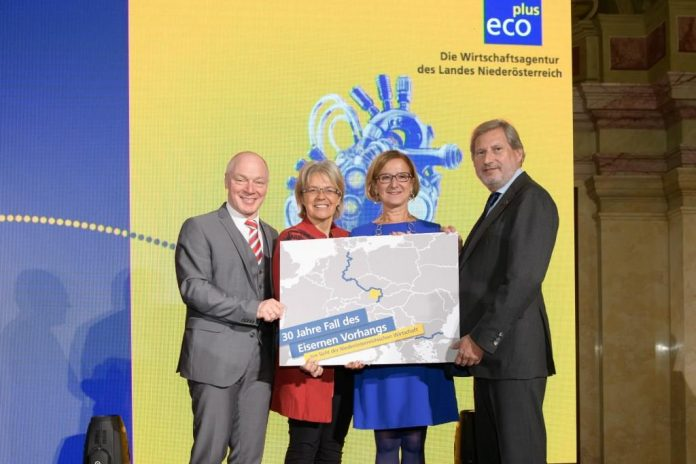(v.l.n.r.): ecoplus Geschäftsführer Helmut Miernicki, Wirtschaftslandesrätin Petra Bohuslav, Landeshauptfrau Johanna Mikl-Leitner, EU-Kommissar Johannes Hahn