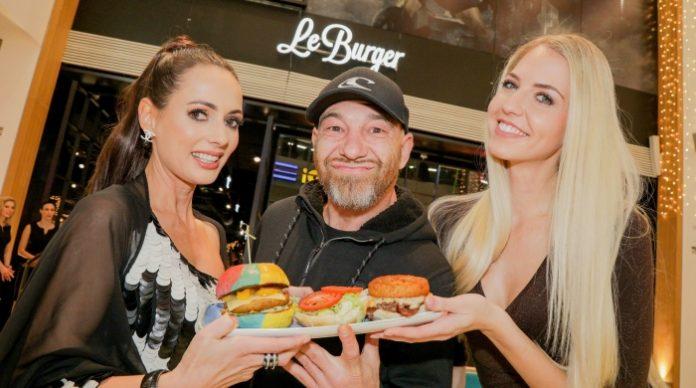 Saftige Burger, und das auch noch nachhaltig: Heni Zanoni, Roman Gregory und Beatrice Körmer folgten gerne der Einladung von Le Burger in die SCS Vösendorf