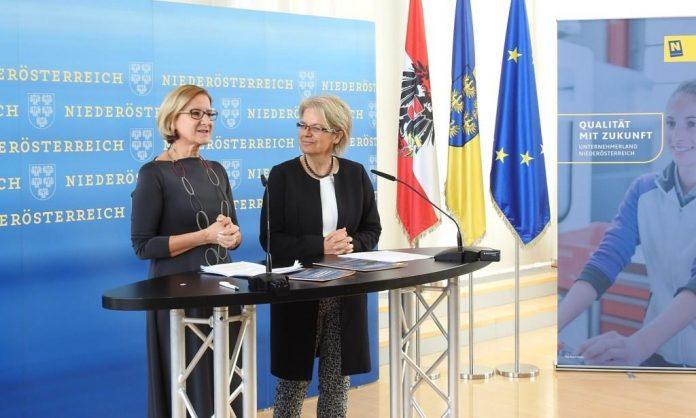 """(v.l.n.r.): Landeshauptfrau Johanna Mikl-Leitner und Landesrätin Petra Bohuslav präsentierten die """"Wirtschaftsstrategie Niederösterreich 2025"""""""