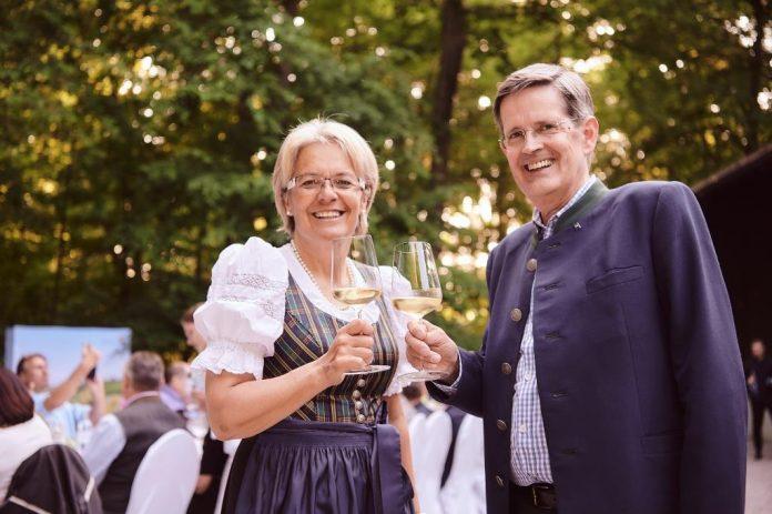 Tourismuslandesrätin Petra Bohuslav und Christoph Madl, Geschäftsführer der Niederösterreich-Werbung