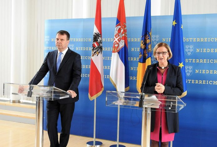 Landeshauptfrau traf Ministerpräsidenten von Vojvodina zum Arbeitsgespräch in St. Pölten