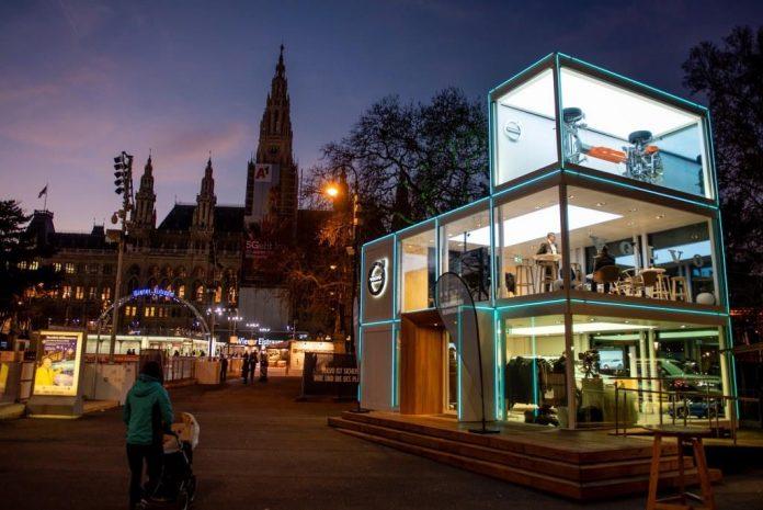 Volvo präsentiert auf drei Stockwerken den E-Cube 2020 am Wiener Rathausplatz