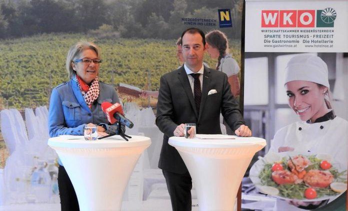 """(v.l.n.r.): Landesrätin Petra Bohuslav und WKNÖ-Spartenobmann Mario Pulker informierten über den Fördercall """"Gastgeber 2020"""""""