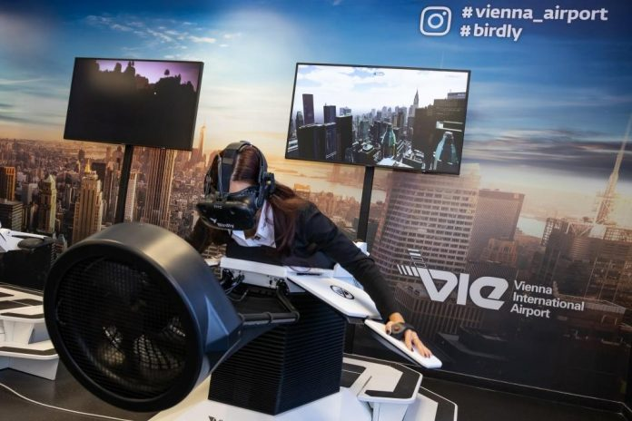 "Flugsimulator ""Birdly"": Virtual Reality Flug direkt auf dem Messestand"