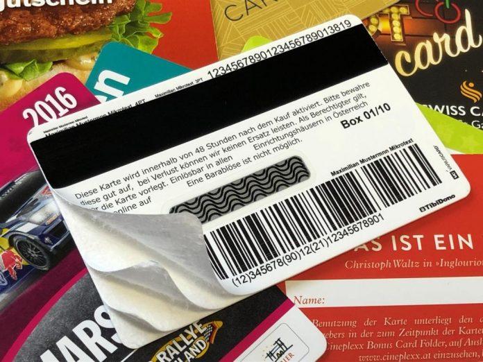 Kartonkarten als Alternative zu Plastikkarten können sowohl mit Barcode als auch Magnetstreifen oder Chip ausgestattet werden