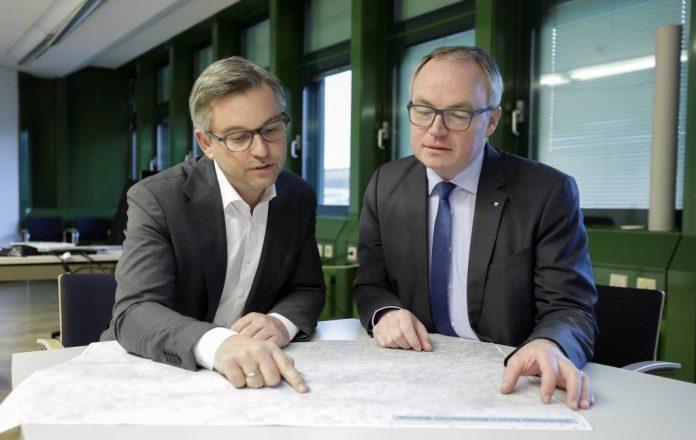 (v.l.n.r.): Staatssekretär Magnus Brunner und LH-Stellvertreter Stephan Pernkopf