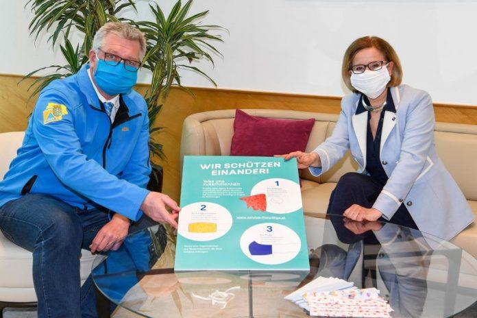 """NÖ Zivilschutzverband-Präsident Christoph Kainz und Landeshauptfrau Johanna Mikl-Leitner stellen die Initiative """"Wir schützen einander"""" vor"""