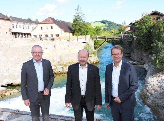 (v.l.n.r.): LH-Stellvertreter Stephan Pernkopf, Bgm. Franz Aigner und EVN Vorstandssprecher Stefan Szyszkowitz