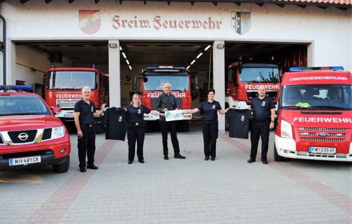 NBG unterstützt Feuerwehr mit Polo - Shirts