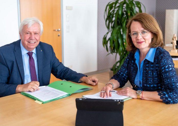 (v.l.n.r.): Bildungsdirektor Johann Heuras und Bildungs-Landesrätin Christiane Teschl-Hofmeister zum Schulstart in Niederösterreich