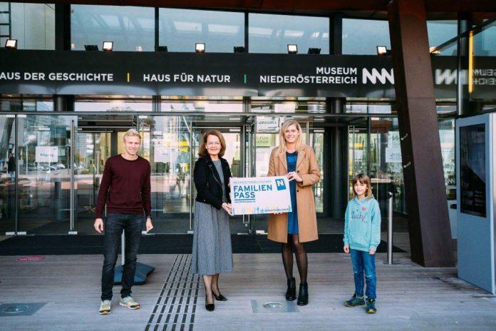 Familien-Landesrätin Christiane Teschl-Hofmeister freut sich über das neue NÖ Familienpass-Herbstferien-Special