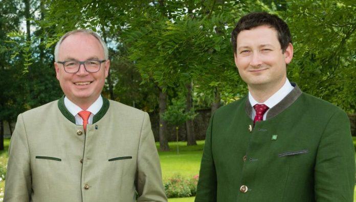 (v.l.n.r.): LH-Stv. Stephan Pernkopf und NÖ Bauernbunddirektor Paul Nemecek freuen sich über ein historisches Verhandlungsergebnis bei der GAP-Einigung