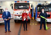 Zogen Bilanz über das Jahr 2020 der Freiwilligen Feuerwehren in NÖ (v.l.n.r.).: LH-Stellvertreter Stephan Pernkopf, Landeshauptfrau Johanna Mikl-Leitner und Landesfeuerwehrkommandant Dietmar Fahrafellner (Bildquelle: NLK/Burchhart)