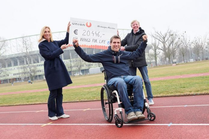 (v.l.n.r.): Anita Gerhardter (CEO bei Wings for Life), Wolfgang Illek (Leiter Fundraising bei Wings for Life) und Peter McDonald (Präsident der SPORTUNION Österreich) vor dem Ernst-Happel-Stadion in Wien