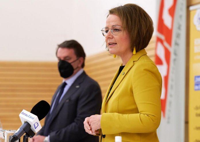 Landesrätin Teschl-Hofmeister informierte über das gemeinsame Ferienangebot mit WKNÖ-Präsident Ecker