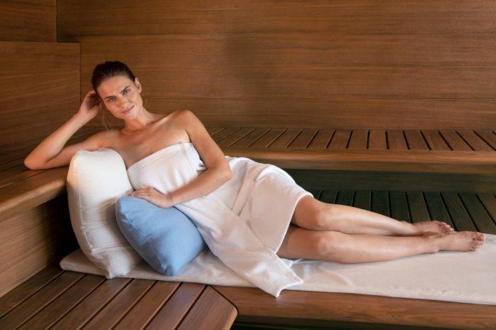 Entspannung und sinnvolle Vorsorge zugleich: Wer regelmäßige Auszeiten in der Sauna oder im SANARIUM® in den Alltag integriert, kann bewusst entspannen. Körper, Seele und Geist brauchen solche Ruhepausen