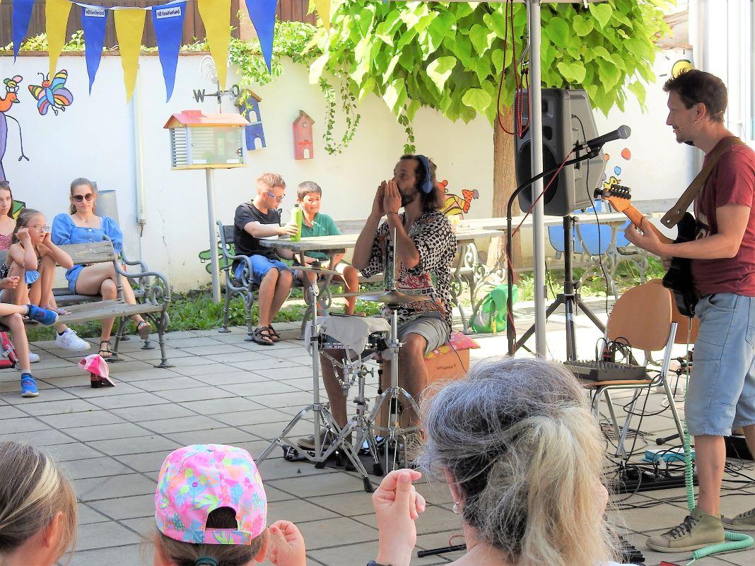 Ferienauftaktfest in der Volksschule Langenlois mit dem Musik-Theater kBumm <small> (Bildquelle: Thomas Resch) </small>