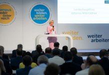 """Landeshauptfrau Johanna Mikl-Leitner bei ihrer Rede zum dreitägigen Campus Niederösterreich: """"Für uns zählt nur, ob eine Idee eine blau-gelbe ist und unser Land weiterbringt"""" (Bildquelle: VPNÖ)"""