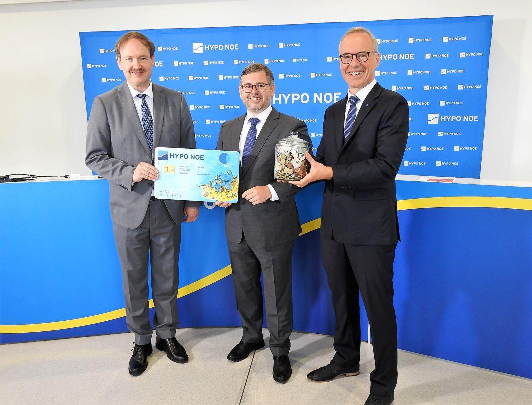 (v.l.n.r.): Prof. Christian Helmenstein, Finanzlandesrat Ludwig Schleritzko und HYPO NOE Vorstand Wolfgang Viehauser (Bildquelle: Thomas Resch)