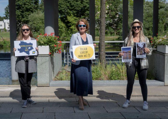 Jugend-Landesrätin Christiane Teschl-Hofmeister mit zwei Mitarbeiterinnen der Jugend:Info NÖ (Bildquelle: NLK/Schaler)