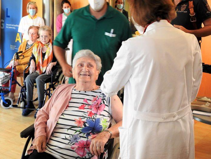 Niederösterreich hat heute mit der dritten Impfung im Pflege- und Betreuungszentrum St. Pölten begonnen (Bildquelle: Thomas Resch)